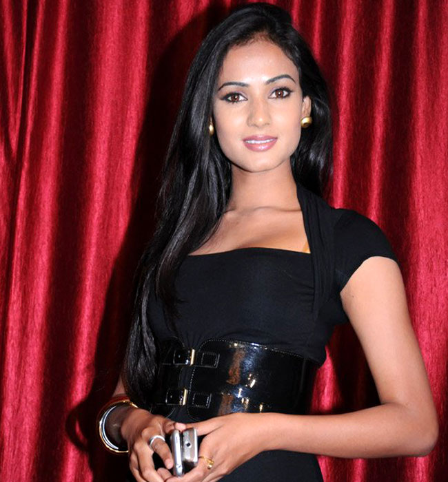 Sonal Chauhan Hot